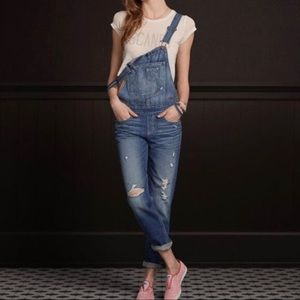 Hollister distressed bib overalls S